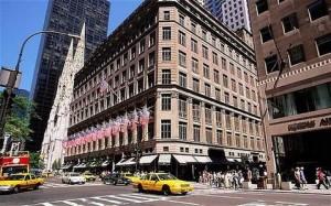 28319710_saks-fifth-avenue-new-york-approda-saksneaks-il-corner-dedicato-alle-sneakers-di-lusso-0