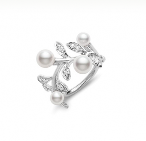 4. Olive Ring White Gold and Diamonds, Mikimoto