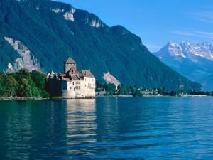 Chillon_Castle,_Lake_Geneva,_Switzerland_1